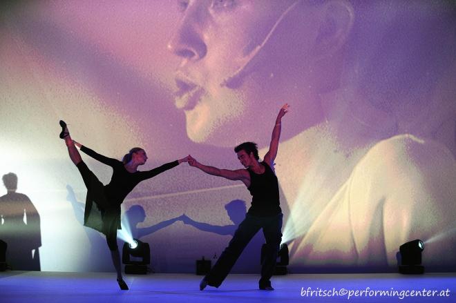 """Pas de Deux """"Circle of Life"""" Julia Edtmeier und Peter Knauder; Foto: Bernhard Fritsch"""