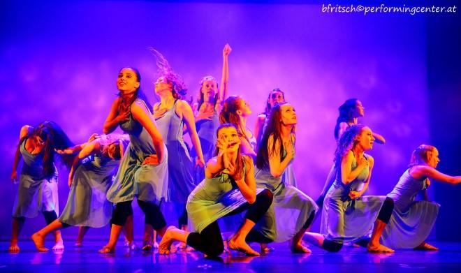 """Platz 3: """"Breathing"""" eine Choreografie für die Austrian Open von Lisa Tatzber und Thomas Poms getanzt von TänzerInnen aus der Jugendabteilung des PCA"""