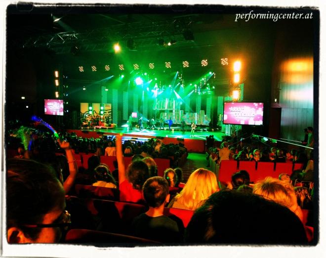 Egal ob live oder am Bildschirm, die show lebt von tollen Effekten, wie sie die Tanz-Choreografien bieten!