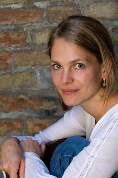 Anna AUZINGER