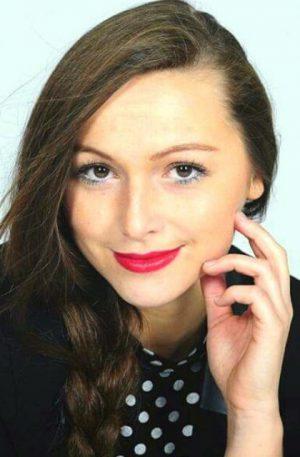 Melanie Böhm_Portrait 1_HP_Zuschnitt_web