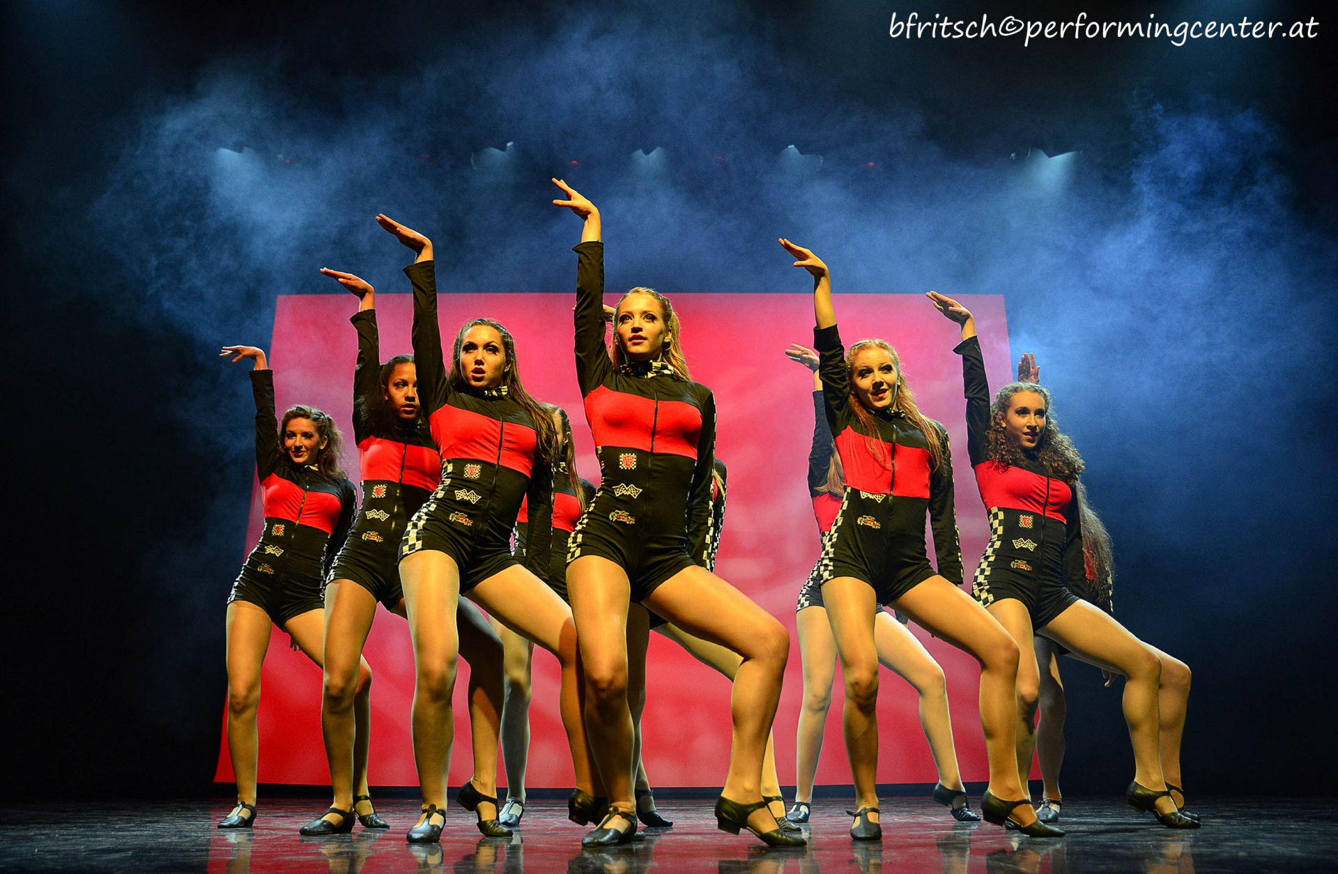 die einmalige power of youth show performing center austria. Black Bedroom Furniture Sets. Home Design Ideas
